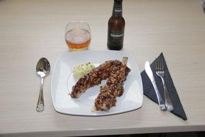 Receta de costillas de cerdo a baja temperatura lacadas presentación del plato