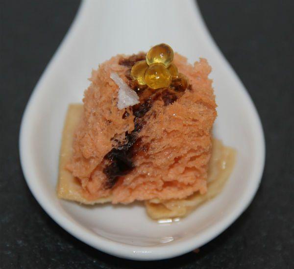 Bizcocho aéreo de tomate con ventresca de atún