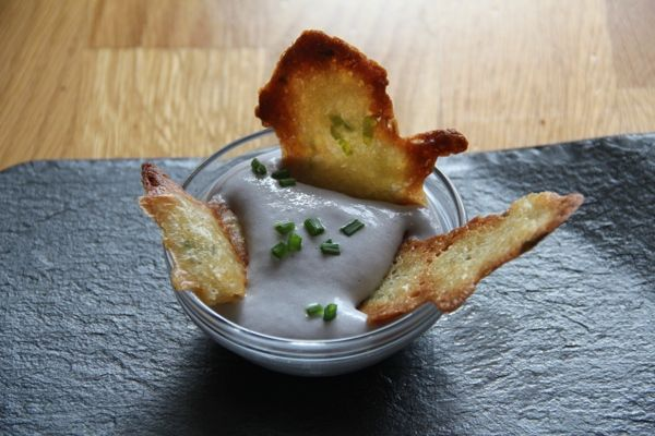 dips de espuma de patata violeta y crujiente de alioli