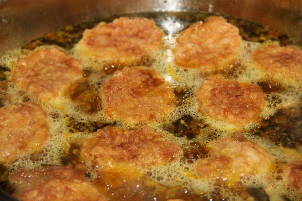 fritura de patatas rebozadas