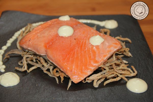 salmón a baja temperatura con gulas crujientes